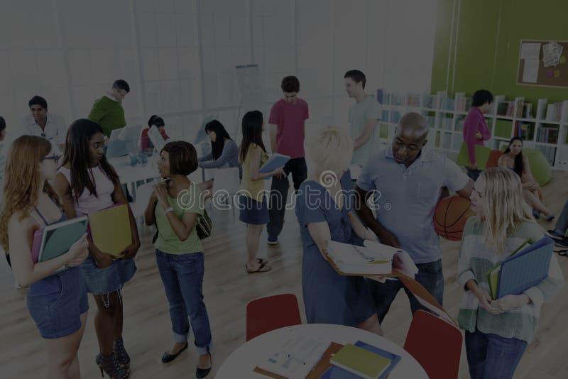 Universitair Communicatie van Groepsmensen Onderwijsconcept stock fotografie