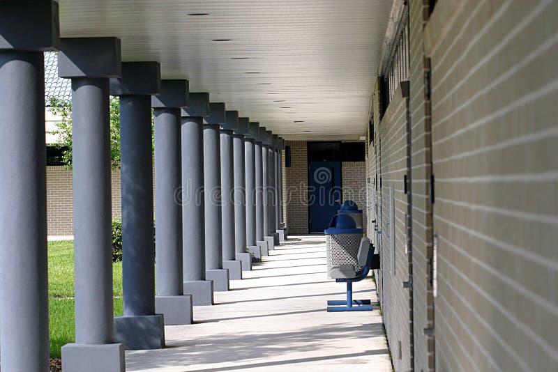 Download Universiteit Corridoor stock afbeelding. Afbeelding bestaande uit baksteen - 37953