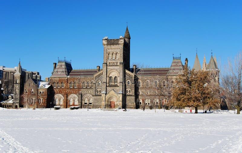 Universiteit in de winter stock foto