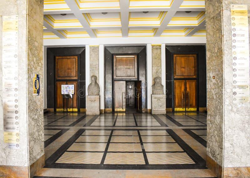 Universiteit van Boekarest - de bouw van de Wetsschool - Boekarest, Roemenië - 10 06 2019 royalty-vrije stock fotografie