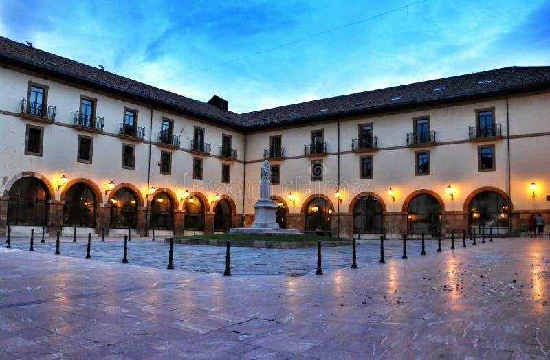 Universiteit van Oviedo stock afbeeldingen