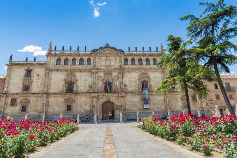 Universitet av den Alcala fasaden från Alcala de Henares, Spanien royaltyfri bild