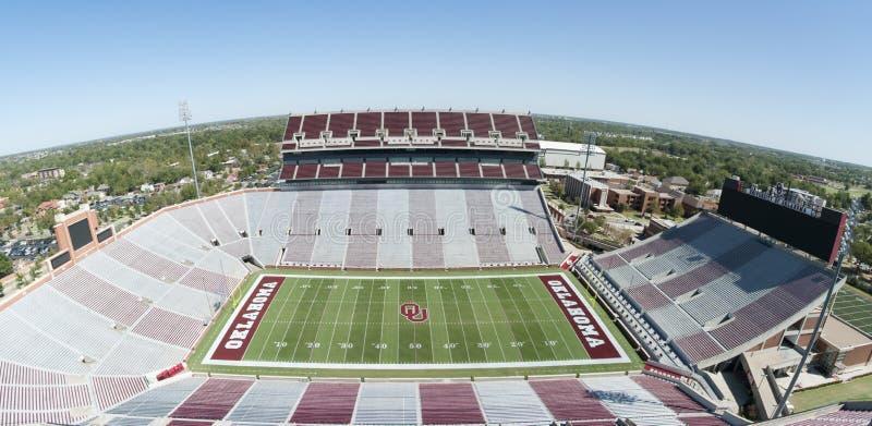 Universitet av Oklahoma fotbollsarena fotografering för bildbyråer