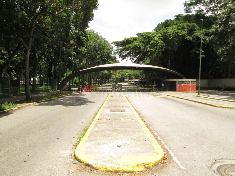 Universitetcentral av den Venezuela UCV maingaten Caracas Venezuela royaltyfria foton