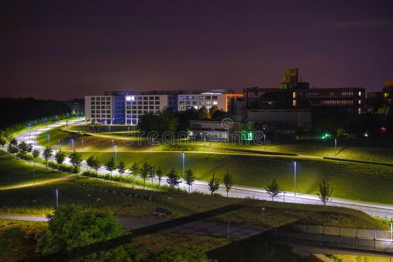 Universitetsområde på natten royaltyfria foton