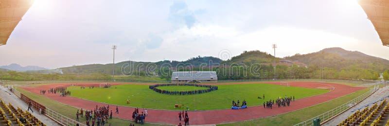 Universitetsportdag i den utomhus- stadion fotografering för bildbyråer