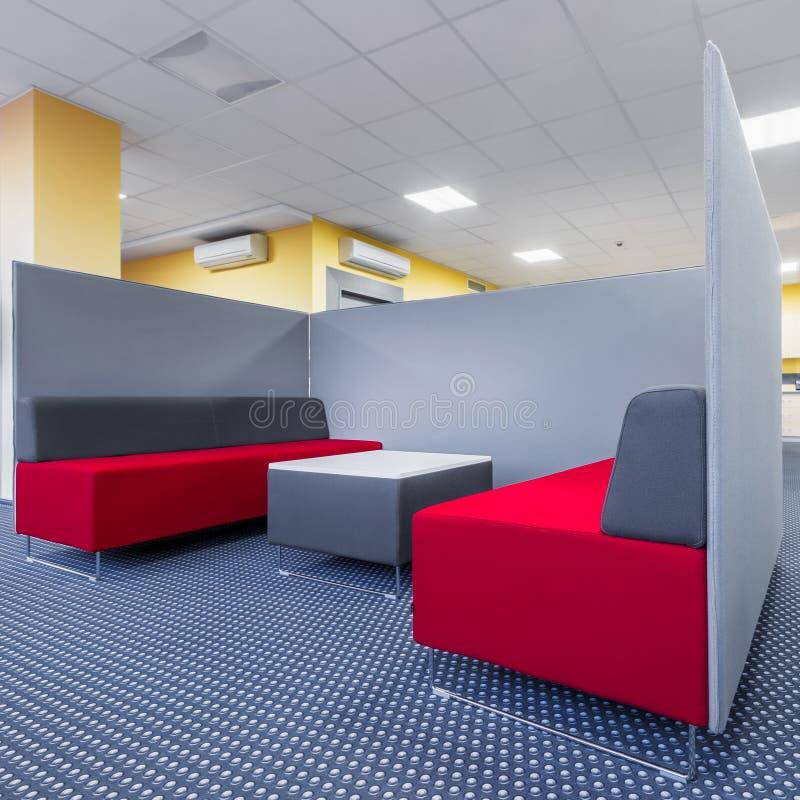 Universitetvardagsrumområde med delningen arkivbild