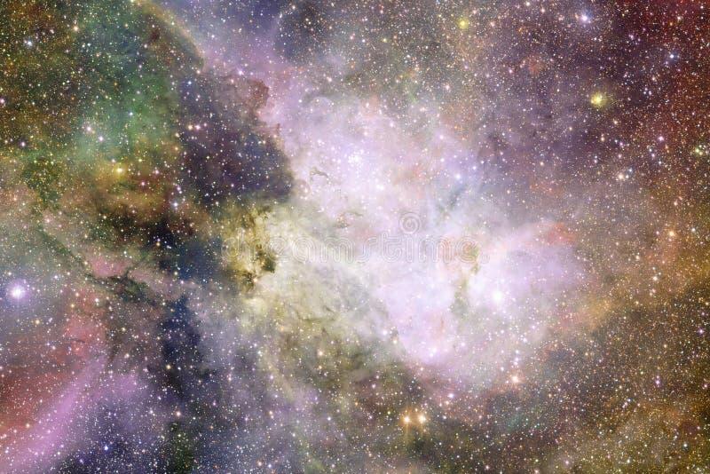 Universum fyllde stj?rnor, nebulosan och galaxen Kosmisk konst, sciencetapet arkivfoton