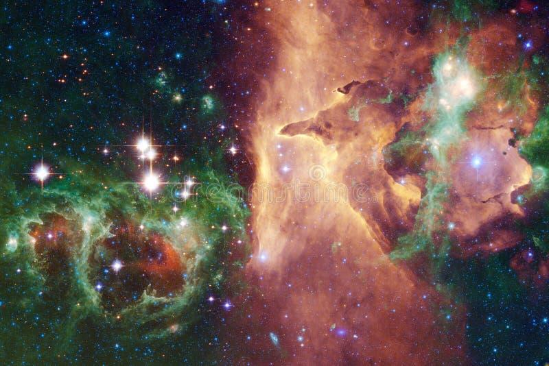 Universum fyllde stj?rnor, nebulosan och galaxen Kosmisk konst, sciencetapet royaltyfria foton