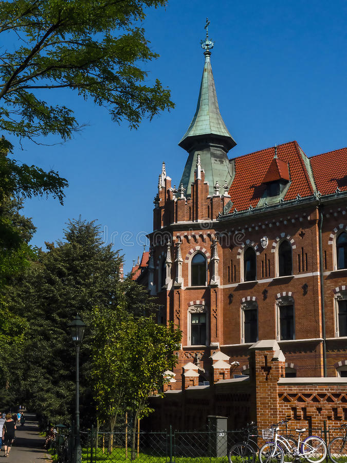 Uniwersyteccy budynki w Plant parku w Krakow Polska obraz royalty free