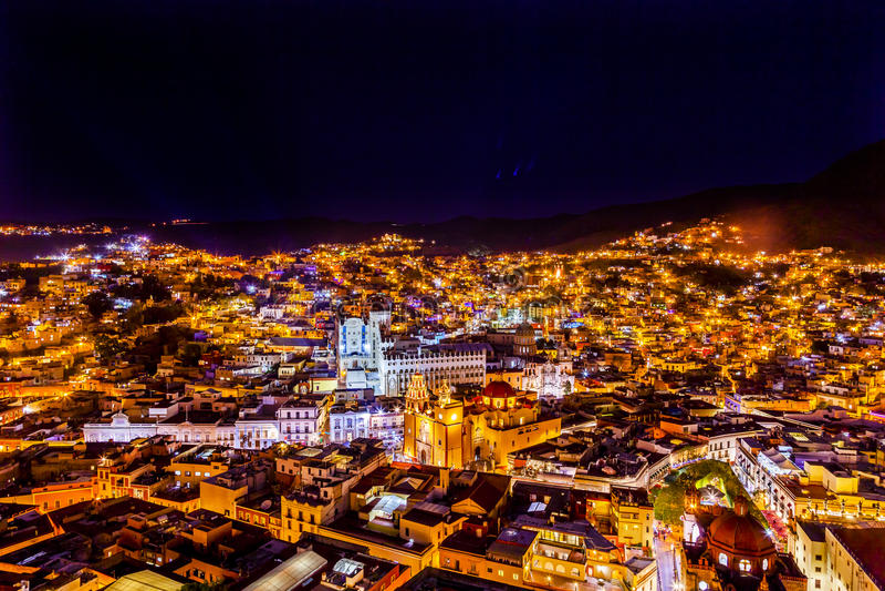 Uniwersytecki Świątynny Companiia Nasz damy noc Guanajuato Meksyk obraz stock