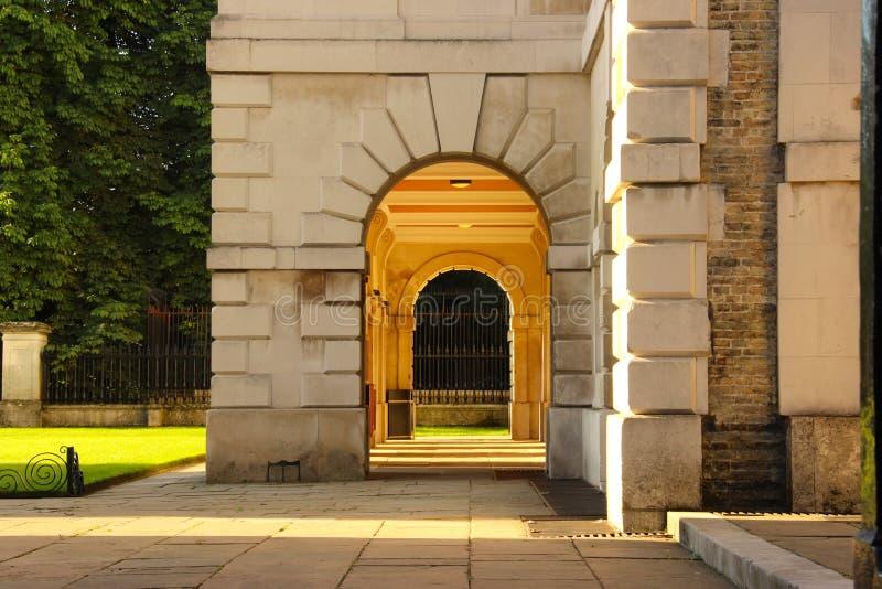 Uniwersytet W Cambridge kamienny drzwi obraz royalty free