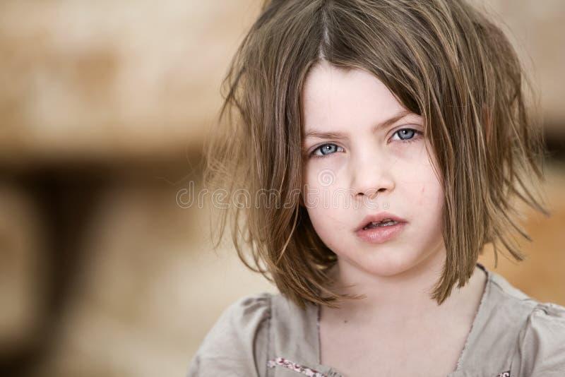 unkempt barn för blont barn arkivbilder