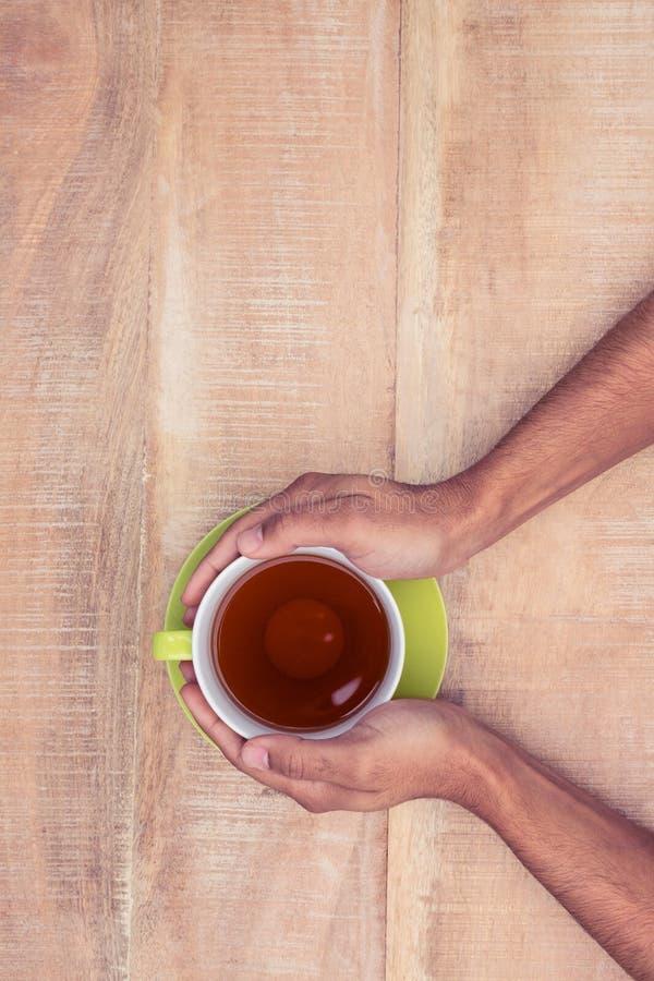 Unkosten des Geschäftsmannes Kaffee halten lizenzfreie stockfotos
