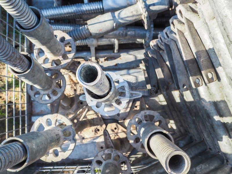 Unkosten von Metallbaugerüststangen mit Endenankern stockbild
