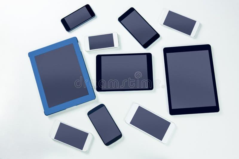 Unkosten von Smartphones und von Tabletten lizenzfreie stockfotografie