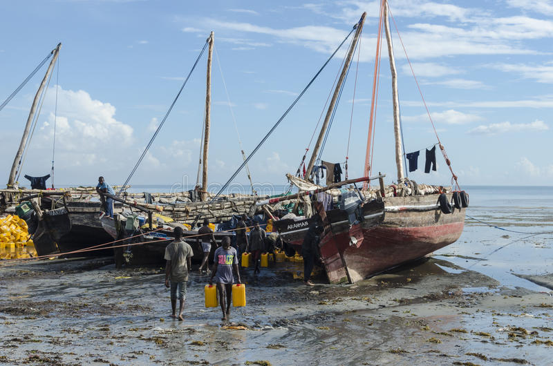 Unloading dhows stock photography