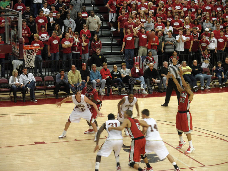 UNLV vs. Santa Clara: Tre'Von Willis takes a shot. Tre'Von Willis takes a free point shot. Final results: UNLV 66 vs. Santa Clara 63. 12/05/09 at Santa Clara stock image