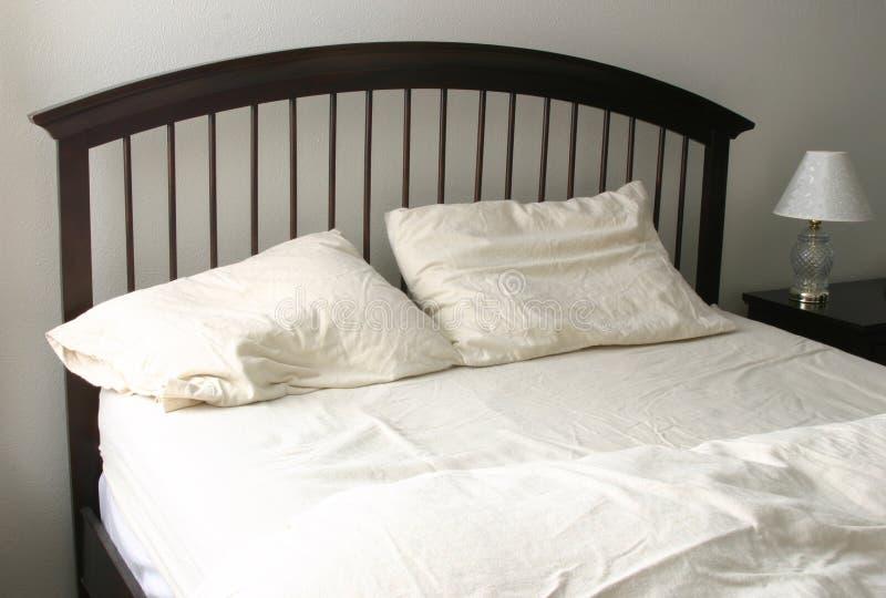 unmade кровать стоковое изображение