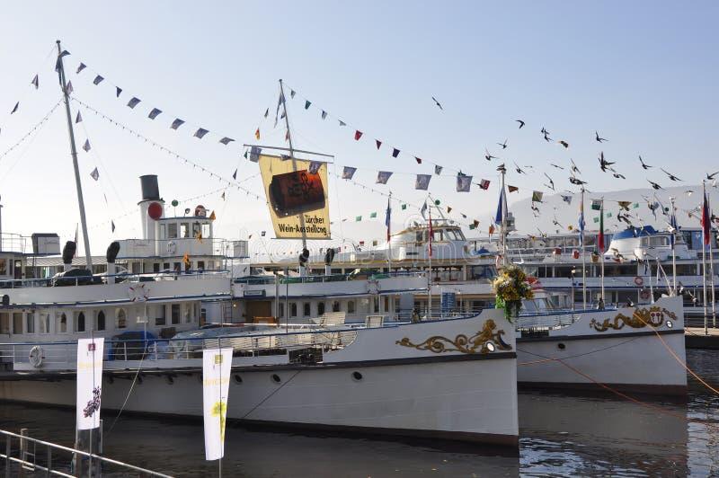 Uno al año allí es en noviembre el Expovina, una exposición del vino en todos los barcos de cruceros ricos del ¼ del lago ZÃ anke imágenes de archivo libres de regalías