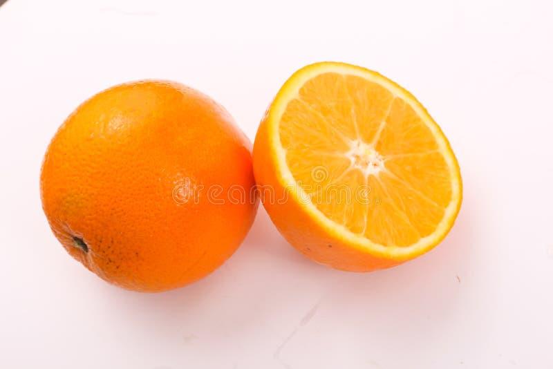 Uno arancio ed a metà arancio fotografia stock libera da diritti