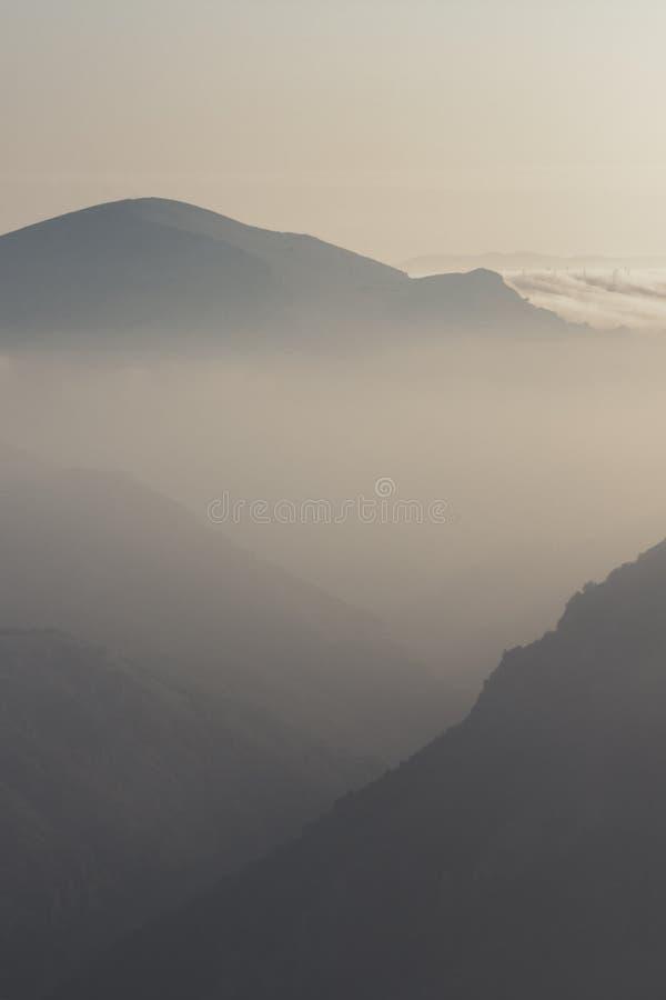 Uno de la salida del sol más hermosa de los mountians imagen de archivo libre de regalías