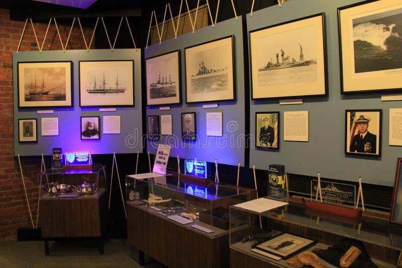 Uno de varios exhibe honrar a la marina de guerra en los visitantes de la herencia de Albany se centra, Nueva York, 2016 fotografía de archivo libre de regalías