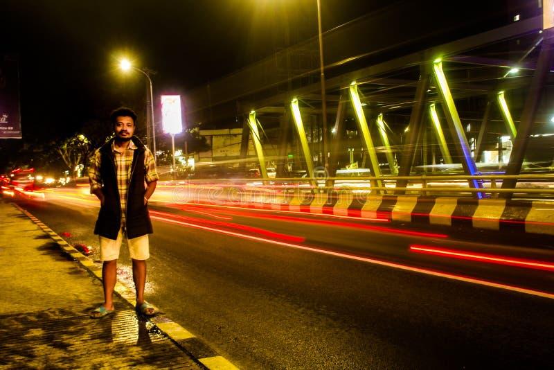 Uno dei ponti che collega due città nella povera città di Batu fotografie stock libere da diritti