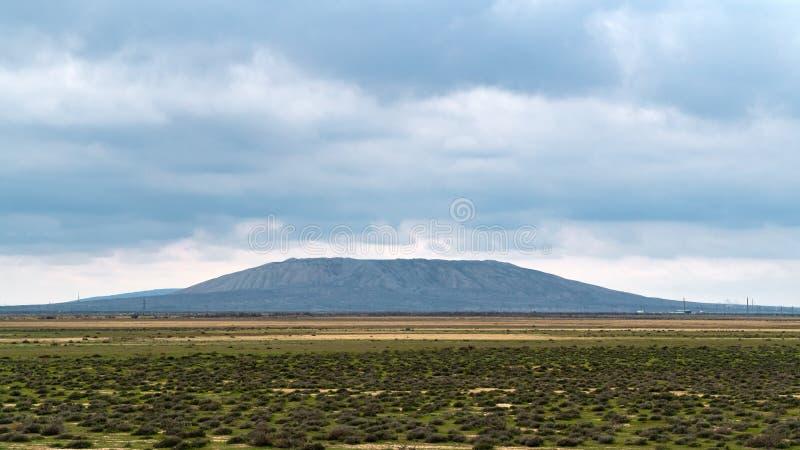 Uno di più grandi vulcani del fango nell'Azerbaigian immagini stock