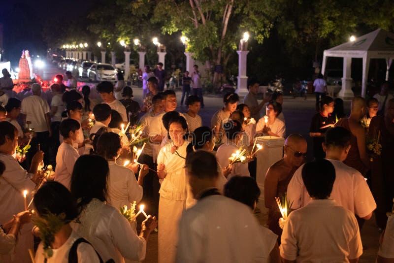 UNO-Fokus auf Unidentify-Leuten auf Buddhismustätigkeiten stockfotos