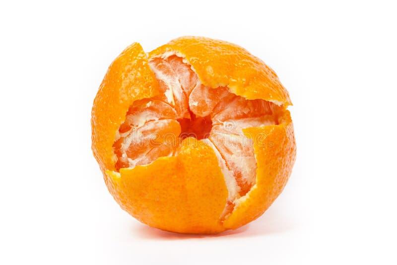 Uno ha sbucciato il mandarino isolato immagine stock