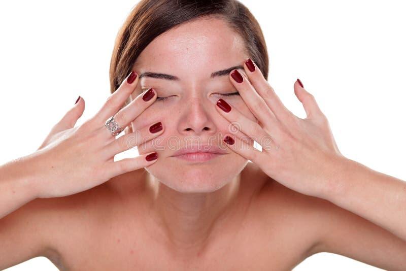 Uno mismo-masaje de la cara fotografía de archivo libre de regalías