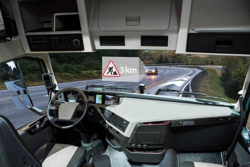 Uno mismo que conduce el camión en un camino Vehículo a la comunicación del vehículo imágenes de archivo libres de regalías