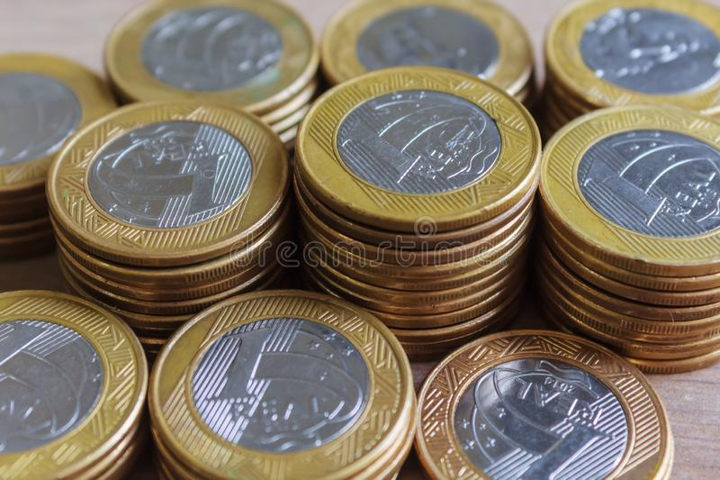 Uno real acuña, moneda brasileña imagenes de archivo