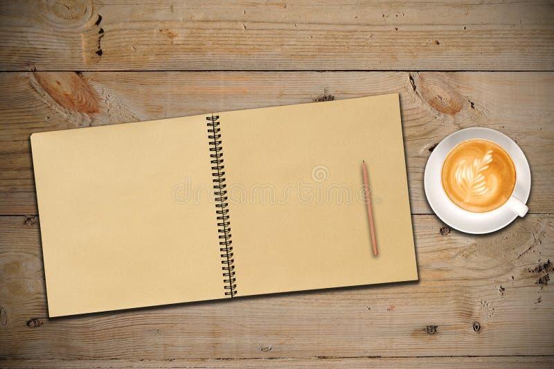 Uno Sketchbook aperto dell'annata immagine stock libera da diritti