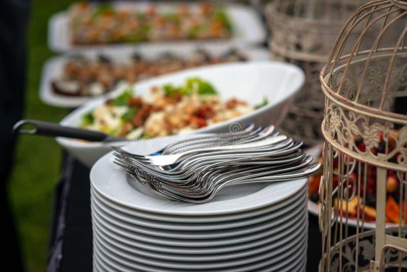 Uno spuntino delizioso per una tavola festiva dolce Frutta al banchetto Buffet alle nozze - Immagine immagini stock