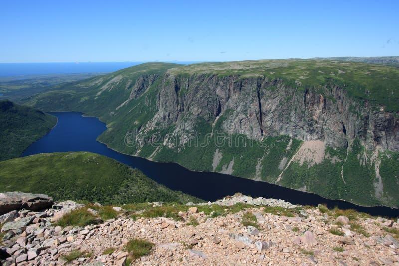Uno stagno da dieci miglia a Gros Morne fotografia stock