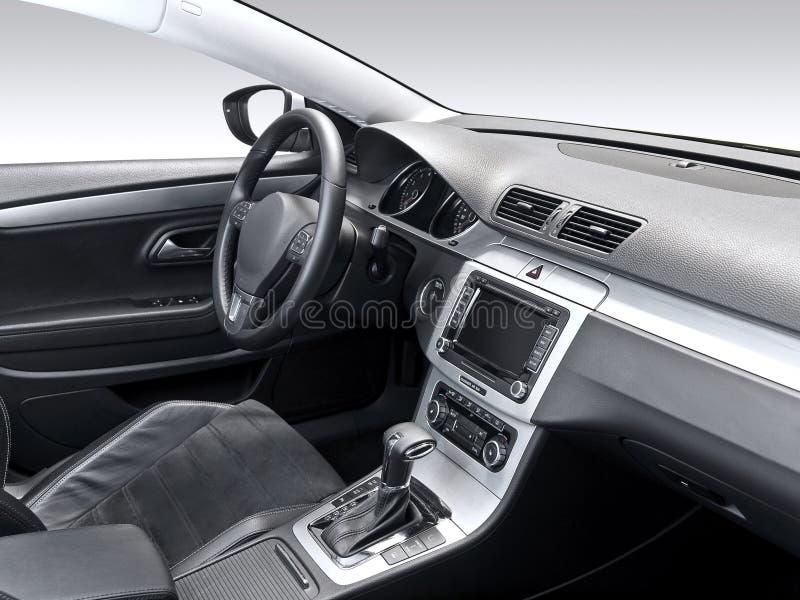 Uno studio ha sparato di un interiore moderno dell'automobile fotografie stock