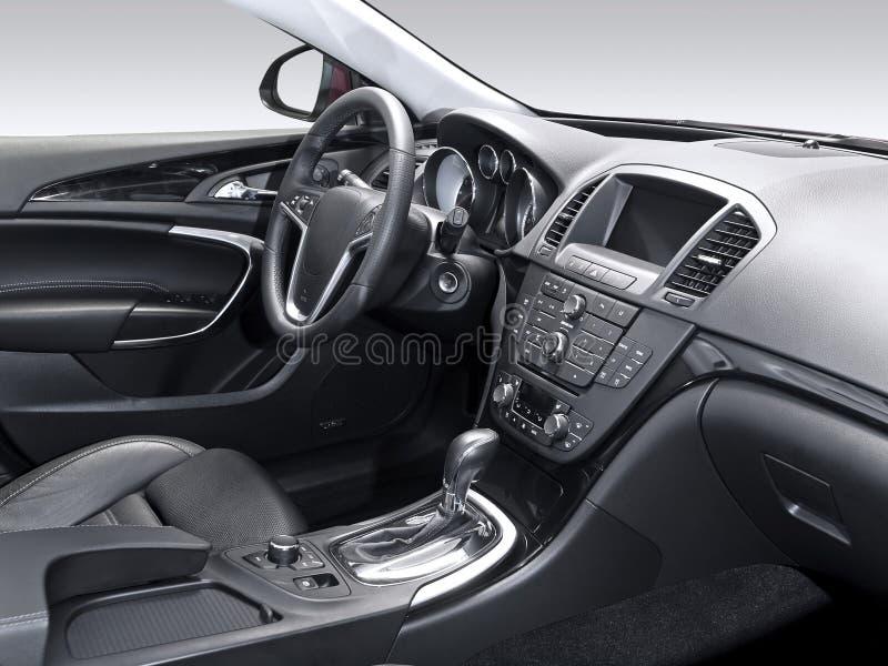 Uno studio ha sparato di un interiore moderno dell'automobile immagini stock
