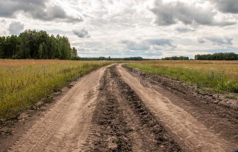 Unpaved roan in the countryside Russia. royalty free stock photos