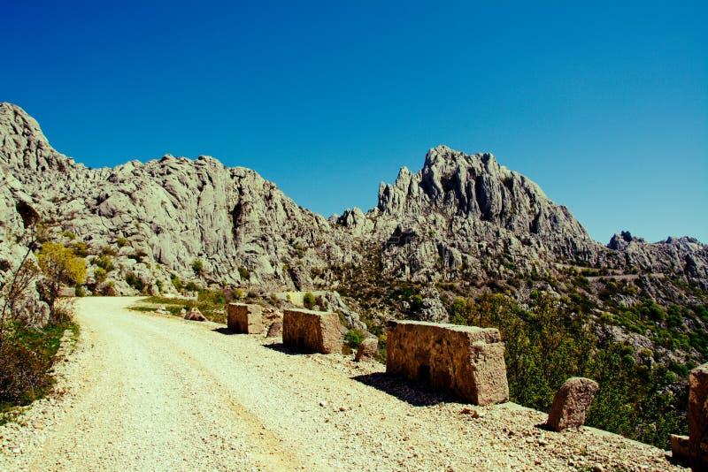 Unpaved väg i Dalmatia royaltyfri foto