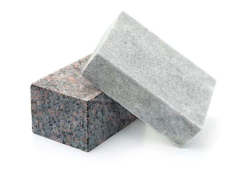 Unpolierte Granit- und Marmorsteinblöcke stockbilder