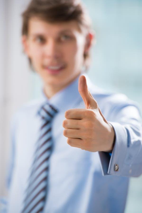 Unrecognisable Geschäftsmann mit den Daumen up Geste stockbilder