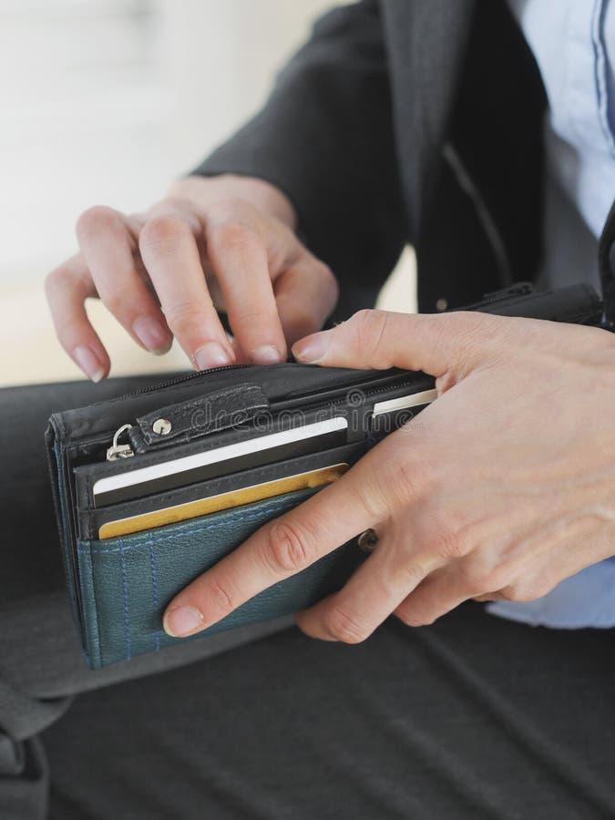 Unrecognizable żeński mienie portfel obrazy stock