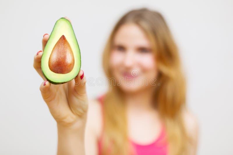 Unrecognizable kobieta z avocado obraz royalty free