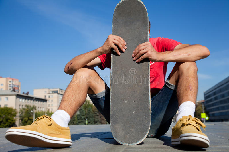 Unrecognizable skateboarder στοκ φωτογραφία με δικαίωμα ελεύθερης χρήσης