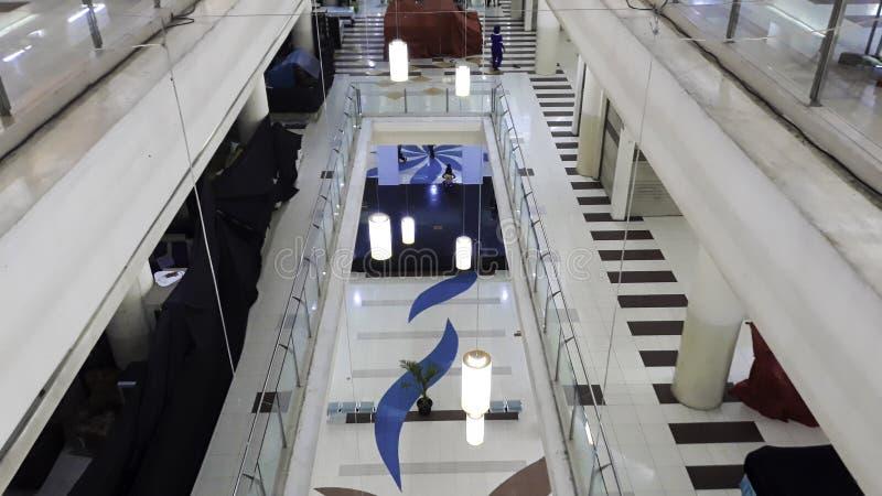 Unrecognizemensen bioskoop 21 binnen een winkelcomplex XXI de Bioskopen is de tweede royalty-vrije stock fotografie