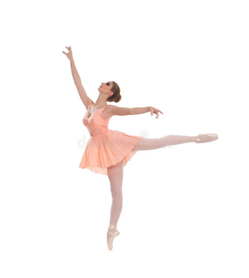 Uns jovens e um dançarino de bailado fêmea do ajuste em um vestido alaranjado fotos de stock