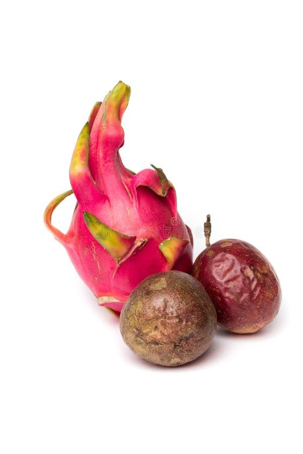 Uns pitahaya e passionfruit dois fotos de stock royalty free