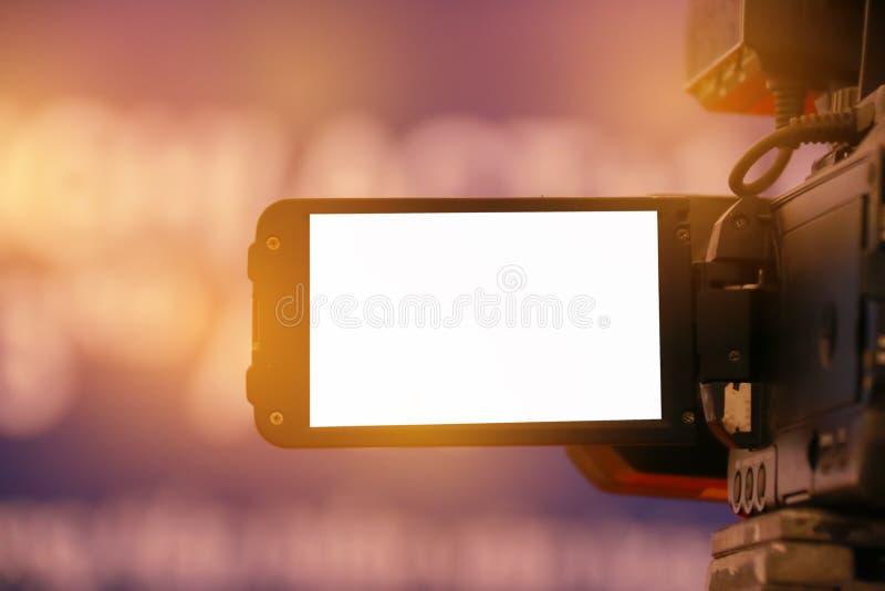 Unschärfe des Videokamera- oder Kamerarecorderbetreibers, der für Aufzeichnung Co arbeitet lizenzfreies stockbild